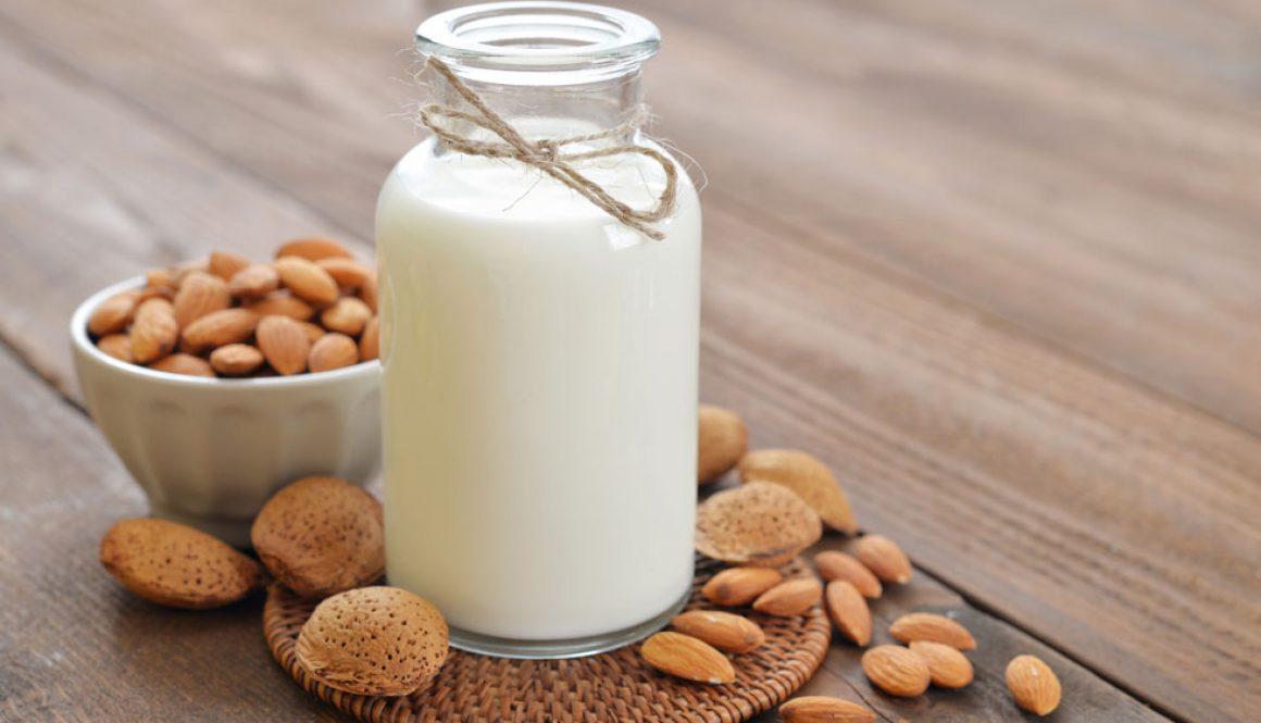 Migdolų riešutų pienas